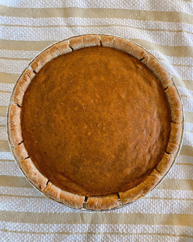 finished vegan sweet potato pie on dishtowel